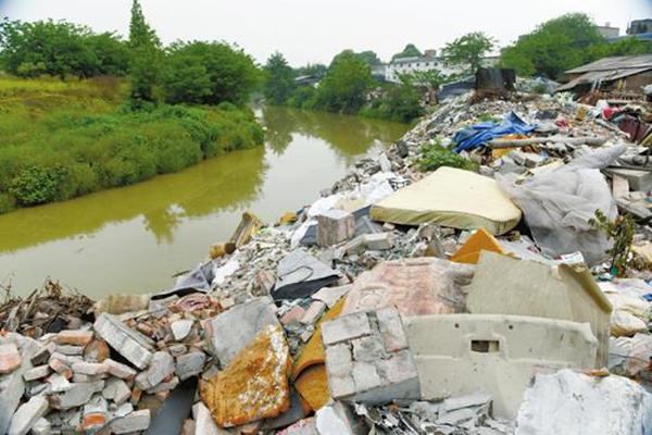 某城建筑垃圾一角——图源自网络.png